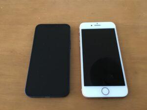 iPhone12miniとiPhone8を比較