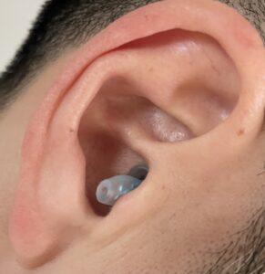 クリオネ耳栓を装着した写真